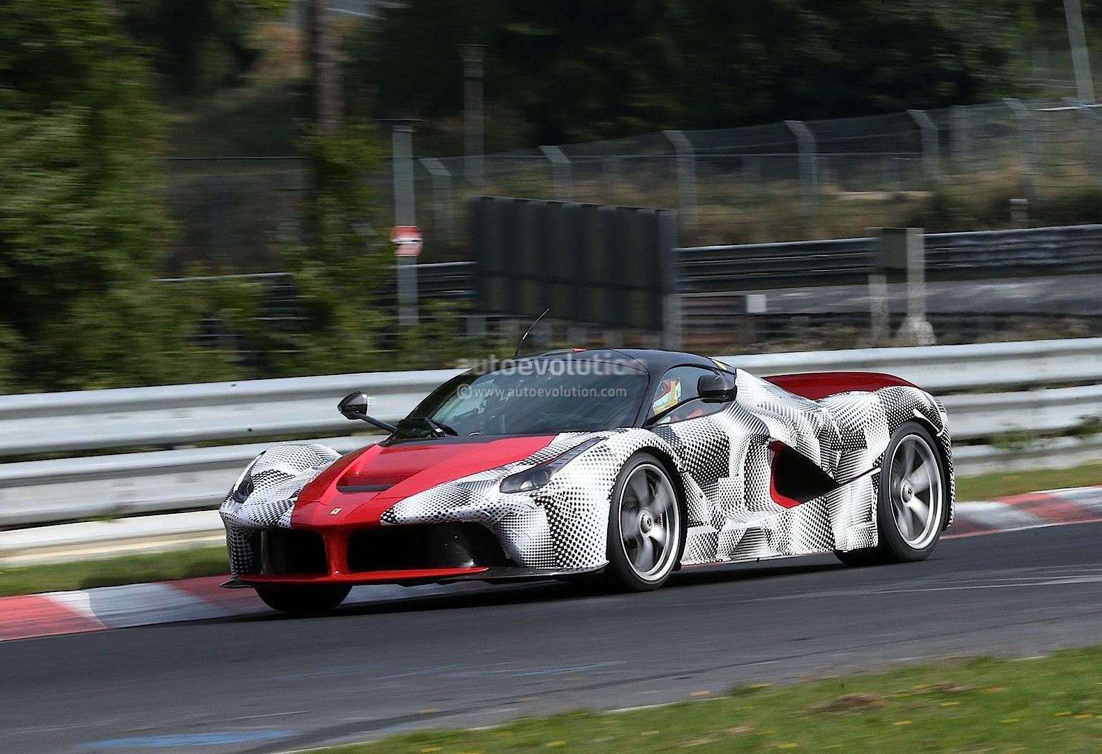 http://images.caradisiac.com/images/9/4/4/6/89446/S0-Ferrari-releve-le-gant-et-envoie-LaFerrari-sur-le-Nurburgring-303681.jpg