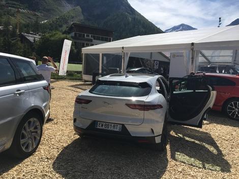 Salon de Val d'Isère 2018 - Prise en mains de la Jaguar I-Paceen vidéo