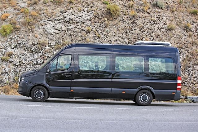 Surprise : le van Mercedes Sprintercache son nez définitif
