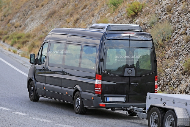 Surprise : le van Mercedes Sprinter cache son nez définitif