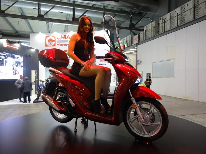 nouveautés  oui mais pas le 300 S1-honda-sh-125-eicma-2019-aspects-pratiques-revus-et-moteur-euro-5-609646