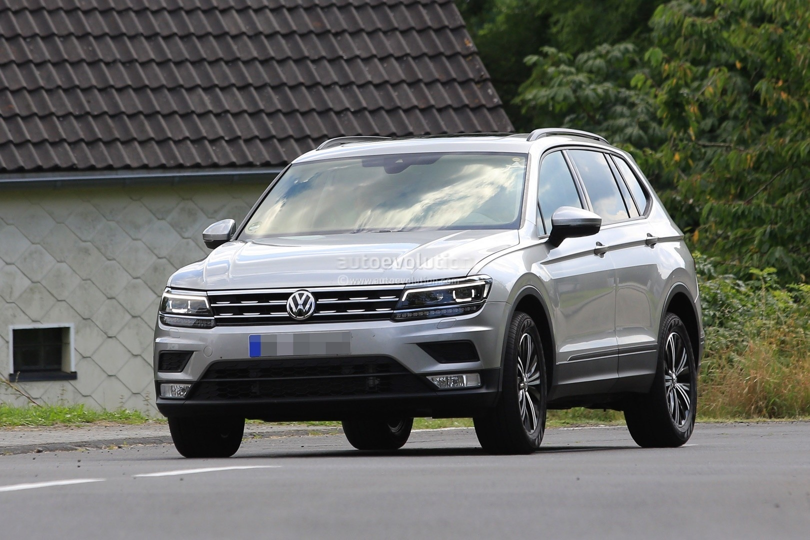 surprise le suv sept places volkswagen tiguan xl ne se cache plus. Black Bedroom Furniture Sets. Home Design Ideas