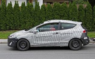 Surprise : la future Ford Fiesta de sortie avec sa remorque
