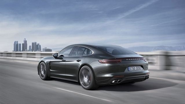 Chez Porsche, la Panamera joue gros sur un segment très conservateur. Elle possède de solides atouts afin de rester un best-seller pour Porsche.