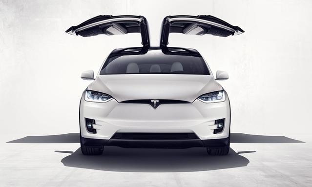 """Malgré les critiques du système """"Autopilot"""", Tesla garde le cap et lance le Model X en France."""