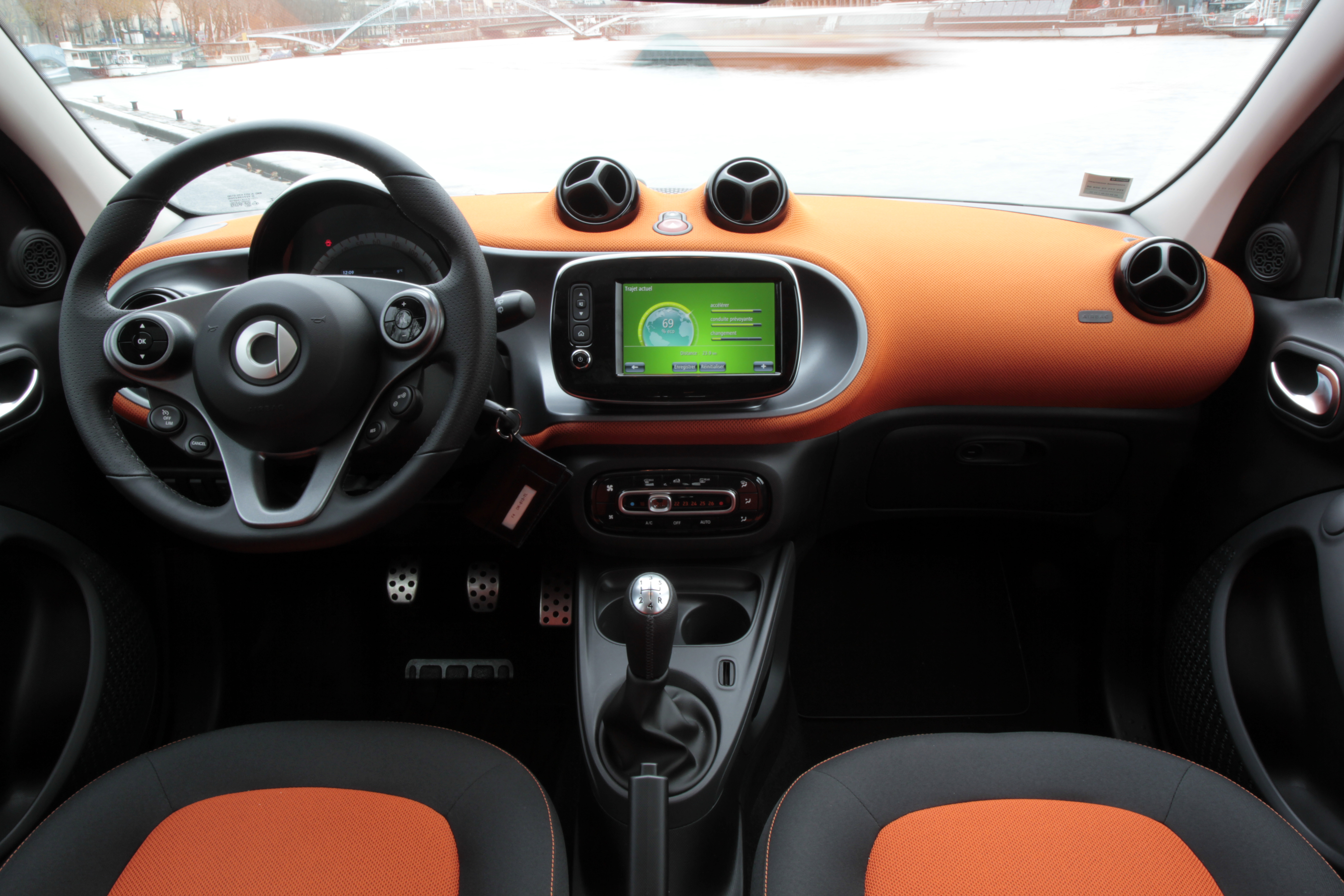 Essai vid o smart forfour 2 la revanche for Smart interieur