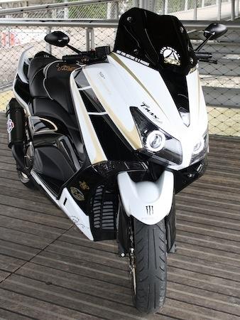 Yamaha T-Max Black White Gold