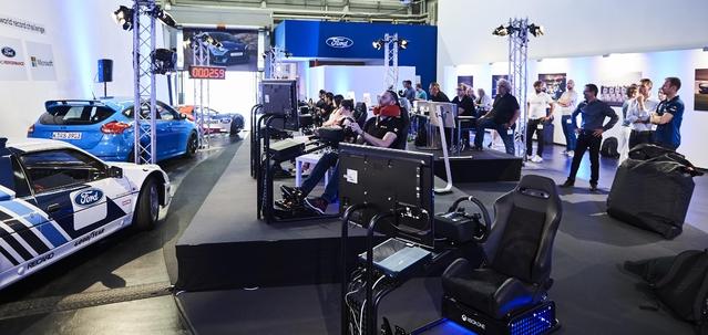 Le stand de Ford dans les premières minutes du challenge, au premier tour de circuit