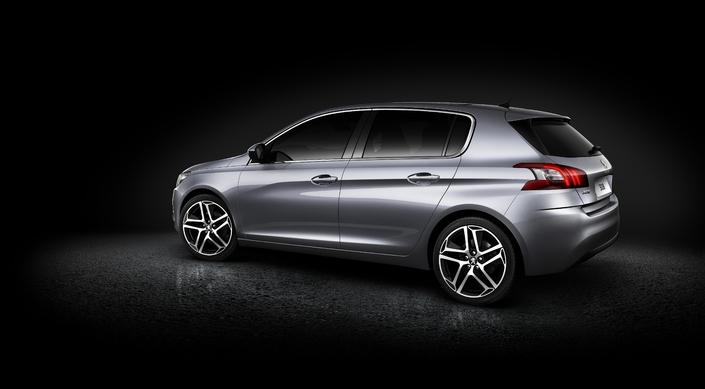 En France, Peugeot vend ses pièces détachées plus cher qu'à l'étranger. Citroën et Renault font de même.