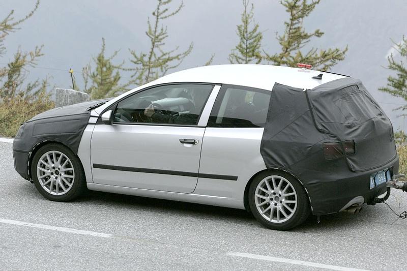S0-Future-Volkswagen-Golf-VI-en-balade-dans-les-Alpes-83791