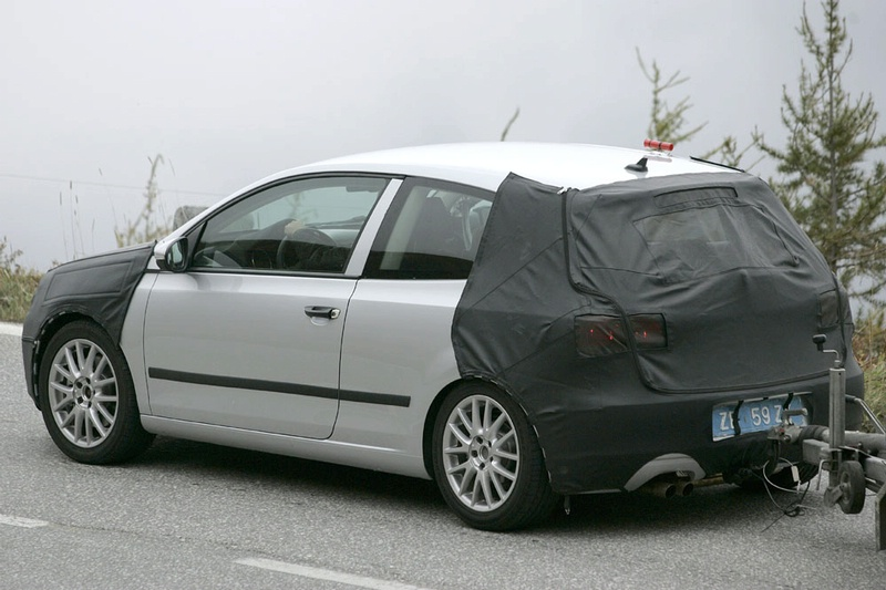 S0-Future-Volkswagen-Golf-VI-en-balade-dans-les-Alpes-83794