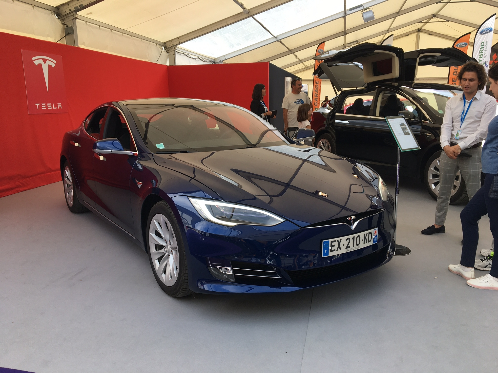 tesla model 3 o t 39 es vid o en live du salon de val d 39 is re 2018. Black Bedroom Furniture Sets. Home Design Ideas