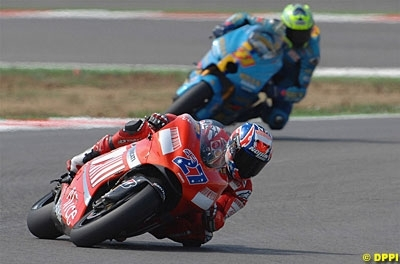 Moto GP: Portugal D.1: Stoner a enfin de la concurrence