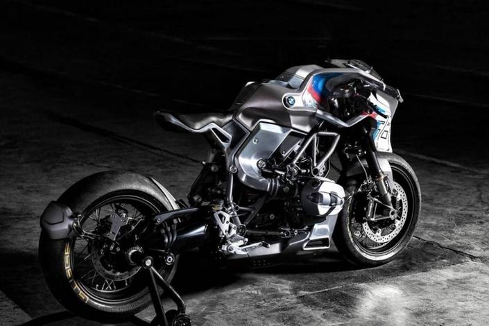 Concept - BMW : une R nine T présente la recette du poulet à la bavaroise