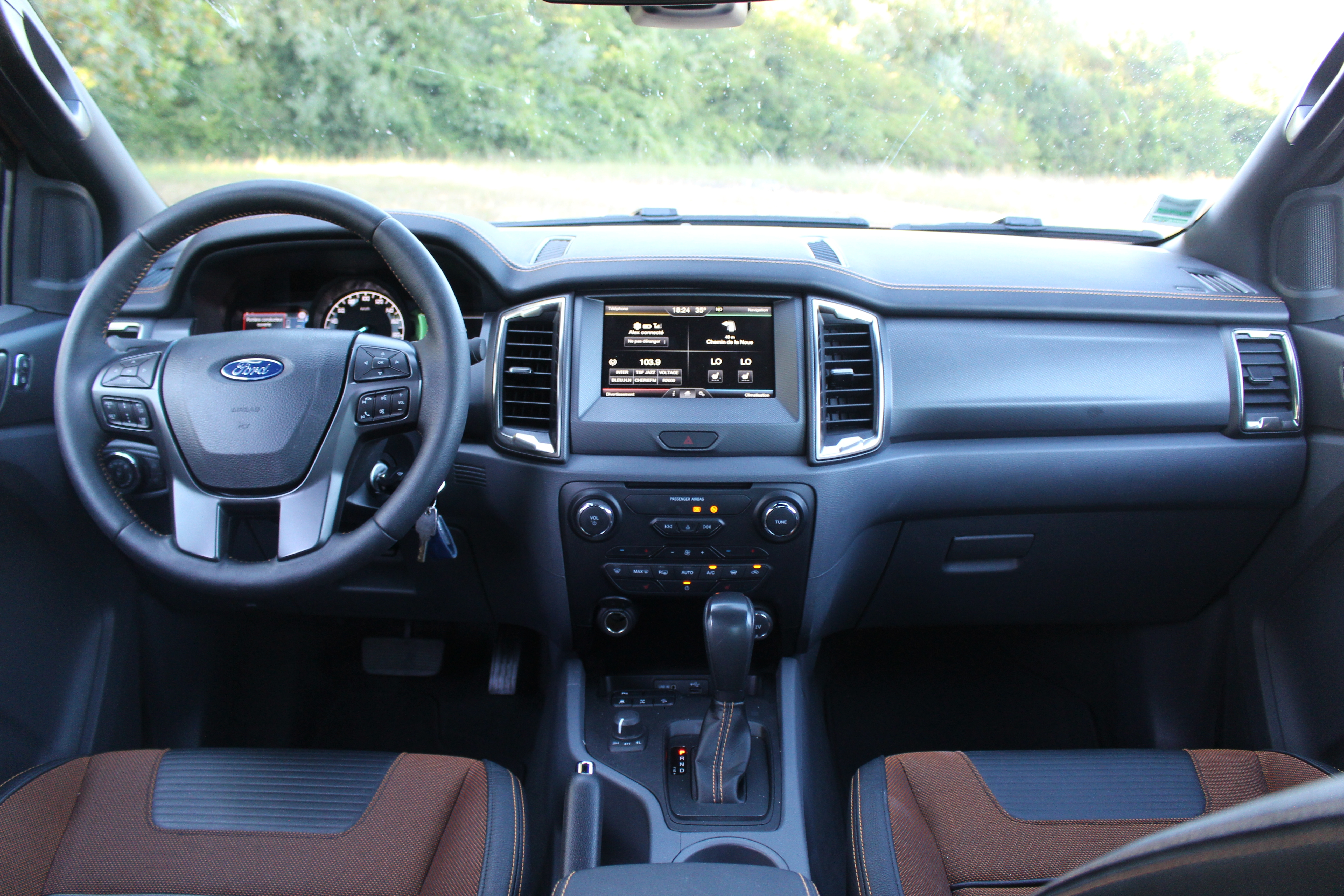 Essai vid o ford ranger 2016 force sp ciale for Interieur ford ranger