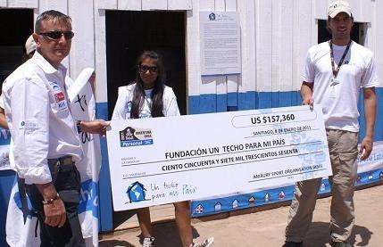 """Dakar 2011 : La visite du Président Chilien et un don à """"Un techo para mi pais"""""""