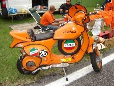 Photo du jour : hommage d'une italienne à une autre italienne avec la Lavespa