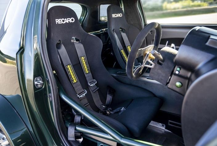 Une Aston Martin Cygnet à moteur V8!