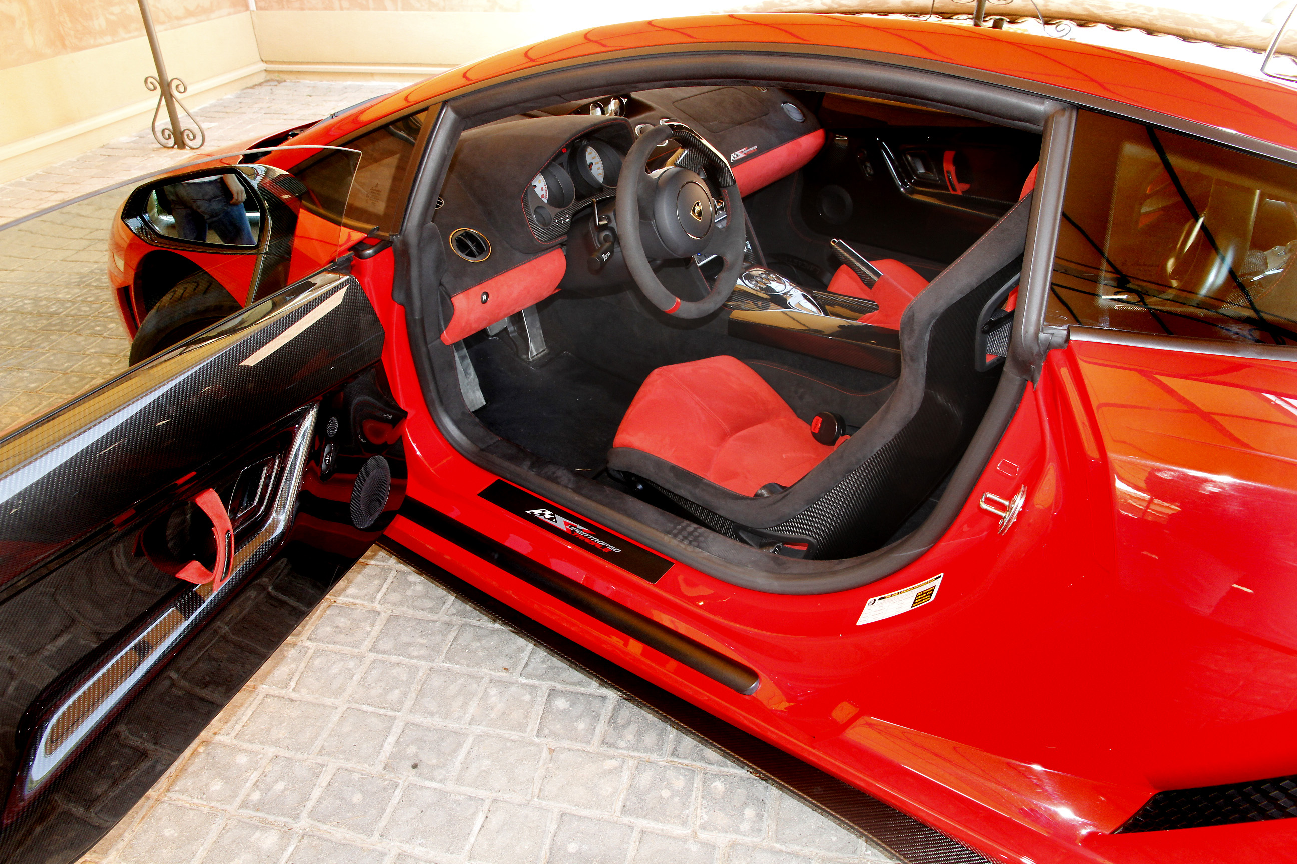 http://images.caradisiac.com/images/9/6/5/3/79653/S0-Prise-en-mains-Lamborghini-Gallardo-Super-Trofeo-Stradale-la-sortie-de-piste-266869.jpg