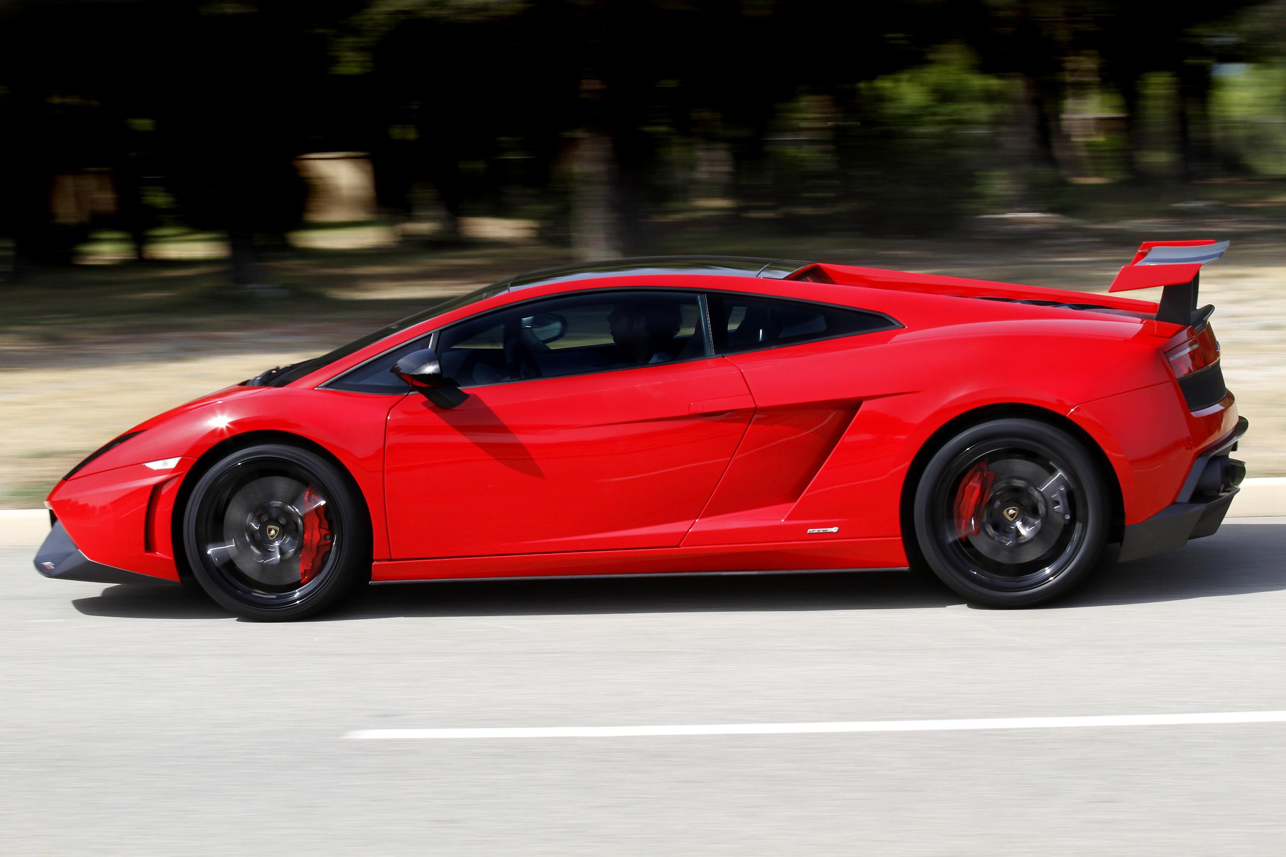 http://images.caradisiac.com/images/9/6/5/3/79653/S0-Prise-en-mains-Lamborghini-Gallardo-Super-Trofeo-Stradale-la-sortie-de-piste-266880.jpg