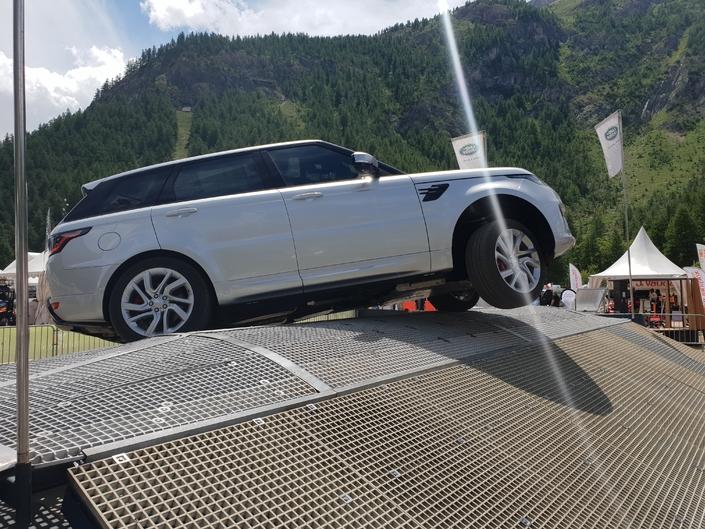 Salon de Val d'Isère - A bord du Range Rover hybride en démonstration 4x4