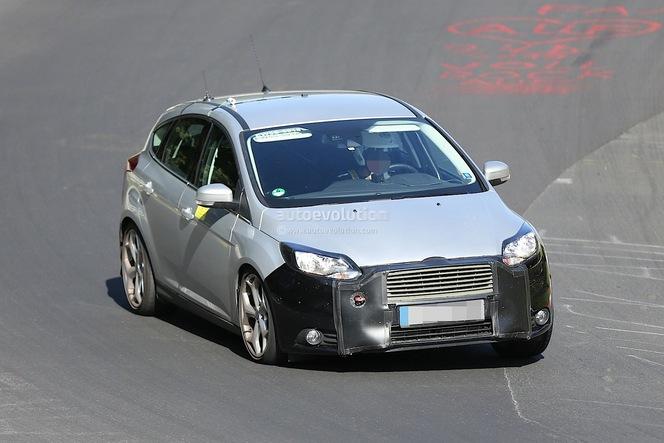 Surprise : le restyling de la Ford Focus sur la route