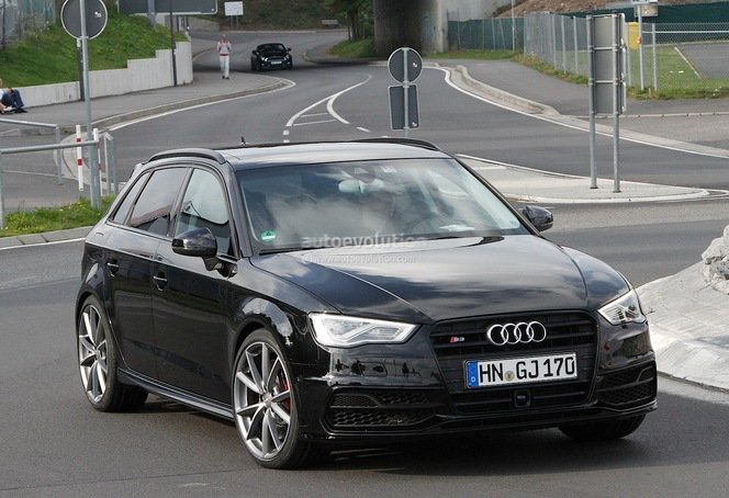La future Audi RS3 surprise aux abords du Ring
