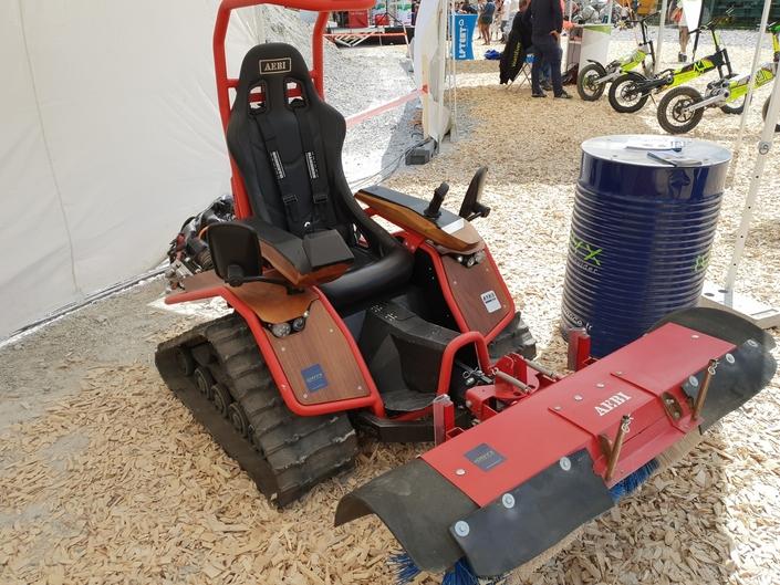 Le Ziesel, véhicule de fabrication autrichienne, ici dans une configuration utilitaire. Mais il est aussi taillé pour l'aventure.