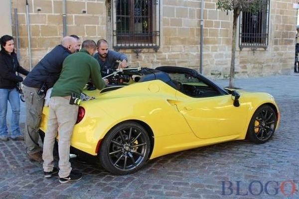 S7-L-Alfa-Romeo-4C-Spider-surprise-en-plein-shooting-340883