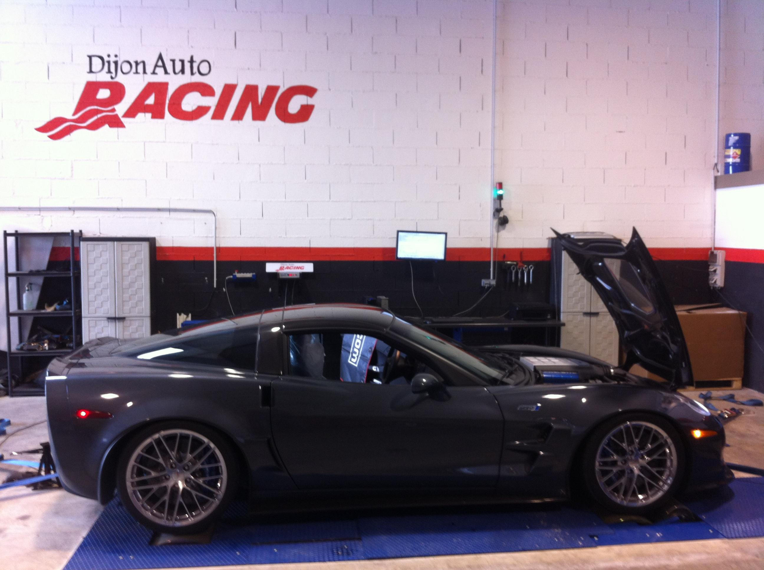 dijon auto racing s 39 attaque la corvette zr1. Black Bedroom Furniture Sets. Home Design Ideas