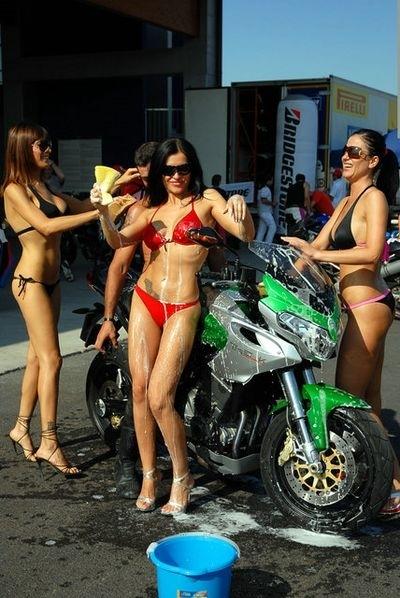 Moto & Sexy : Benelli Tre K wash