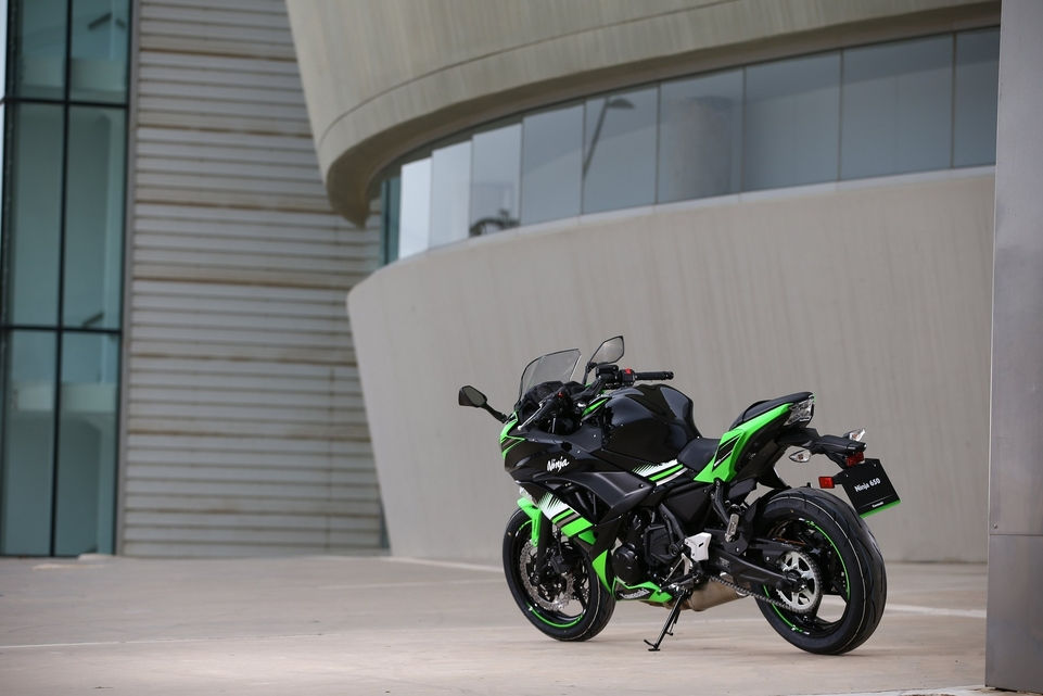 Essai Kawasaki 650 Ninja 2017 : un poids plume