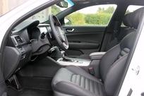 Le siège conducteur est réglable électriquement de série.