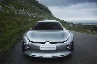 Dans son communiqué de presse, Citroën ne fait pas de lien direct avec l'ancienne CX. Mais les lettres en gras dans le nom du concept sont explicites.