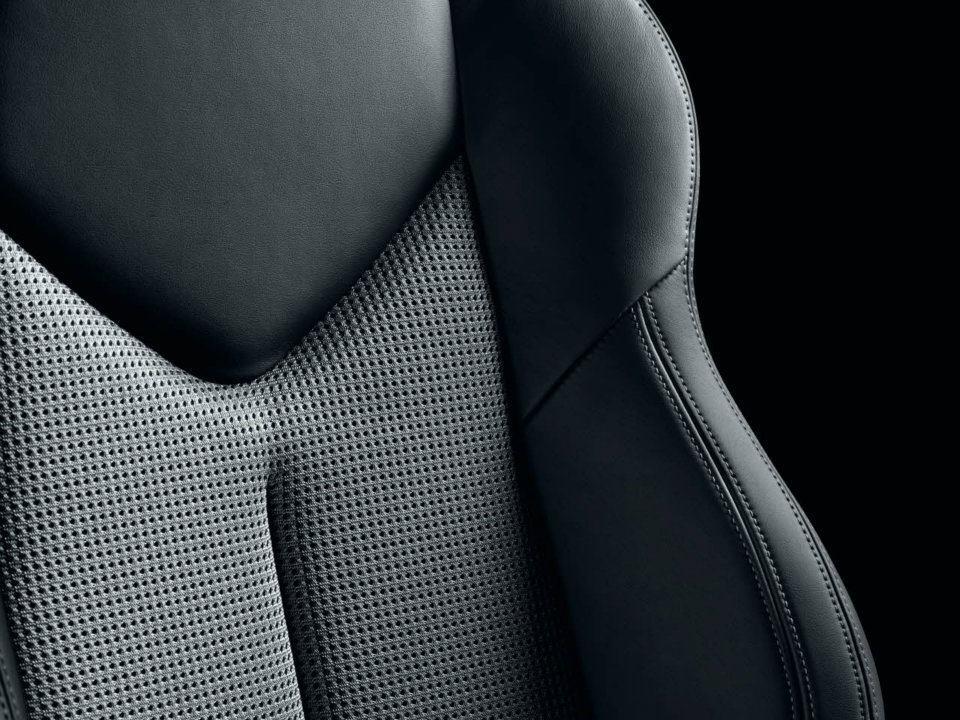 Fiche infos rcz Onyx S0-Serie-speciale-Peugeot-RCZ-Onyx-le-plein-d-equipements-a-prix-tires-267133