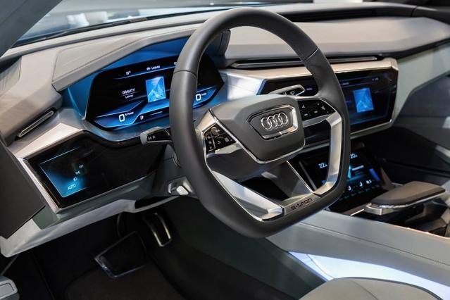 Audi : une planche de bord entièrement numérique pour la prochaine A8