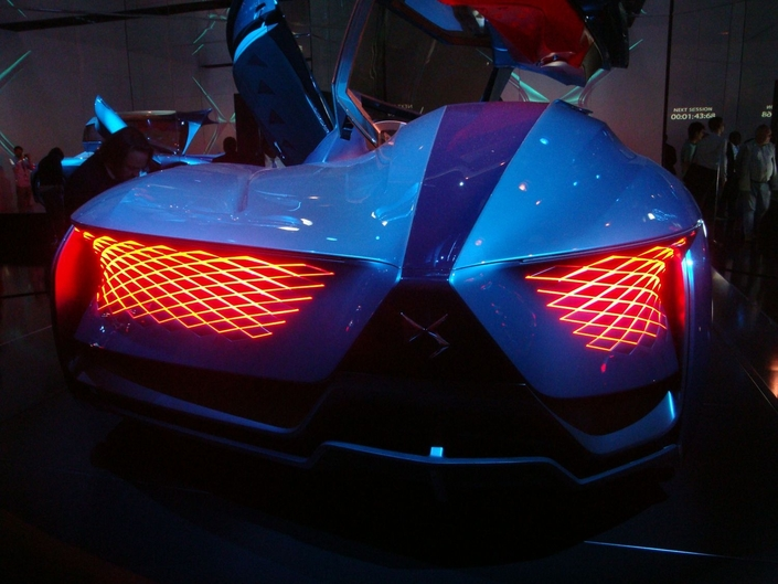 Les grilles lumineuses à l'avant et à l'arrière sont de toute beauté.