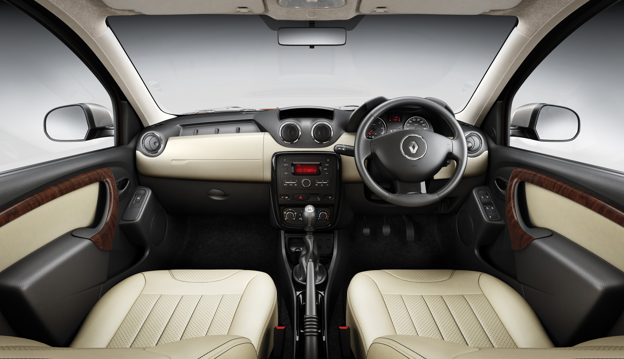 Renault duster maintenant luxueux en inde for Duster interieur