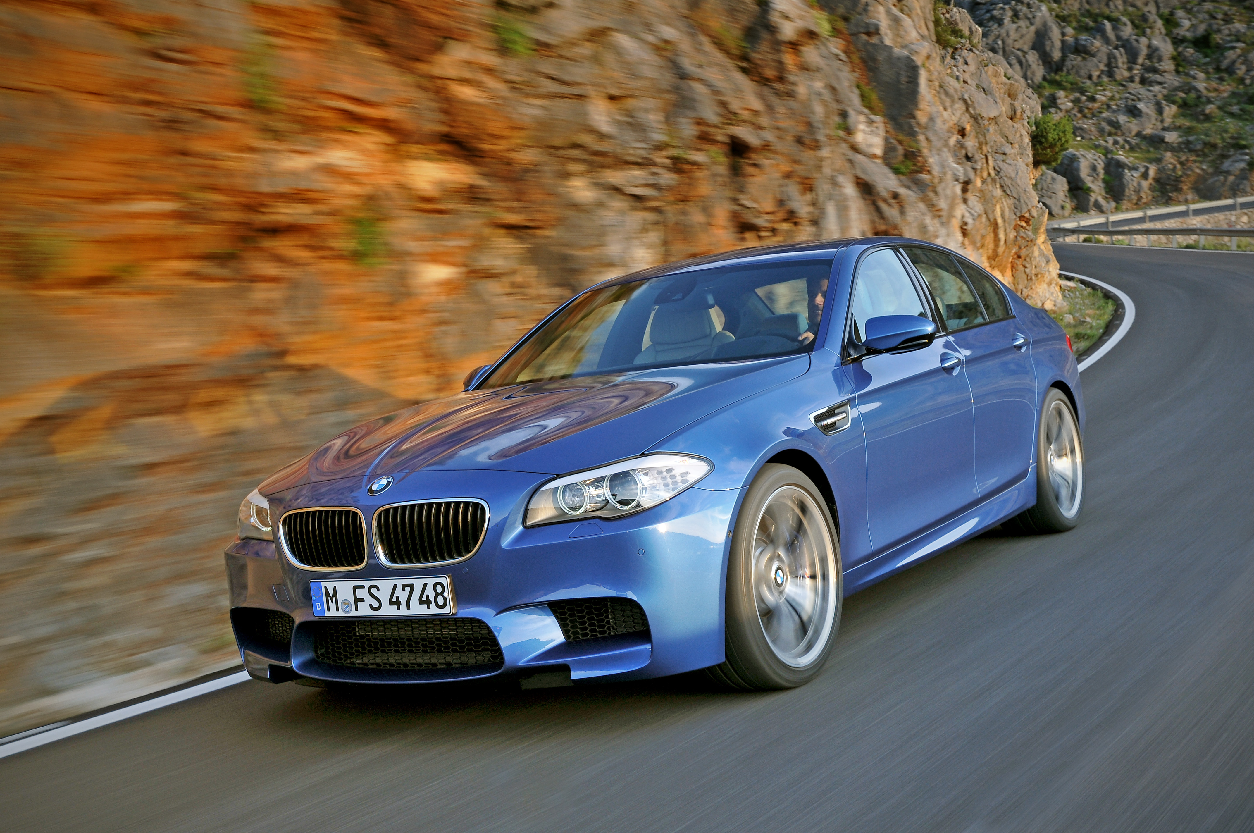 Фотография автомобиля BMW M5 (БМВ М5) F10/F11, ракурс: %angle% %bg_color.