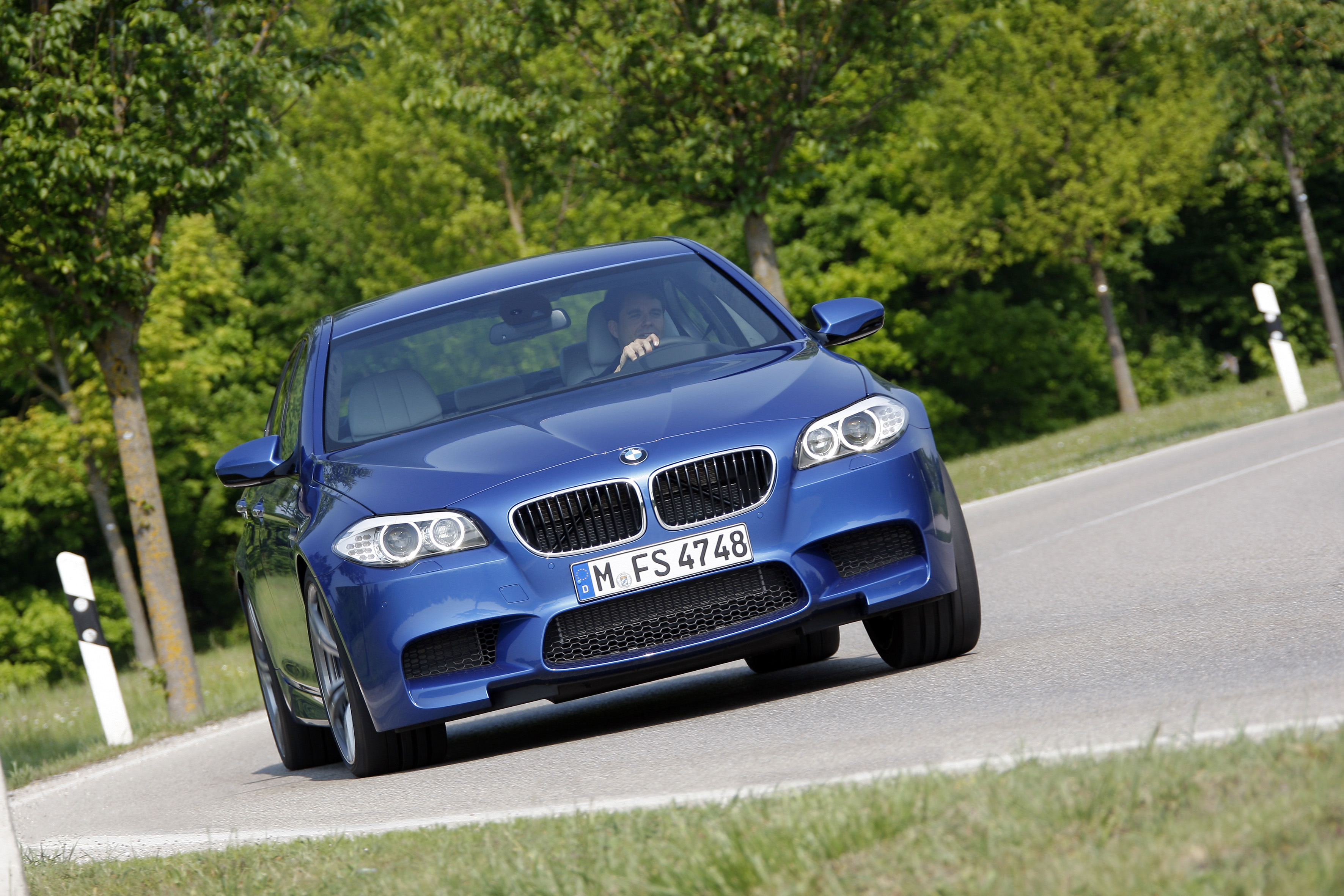 Обзор BMW M5 2012 - новый роскошный спортивный Седан М5 от БМВ.