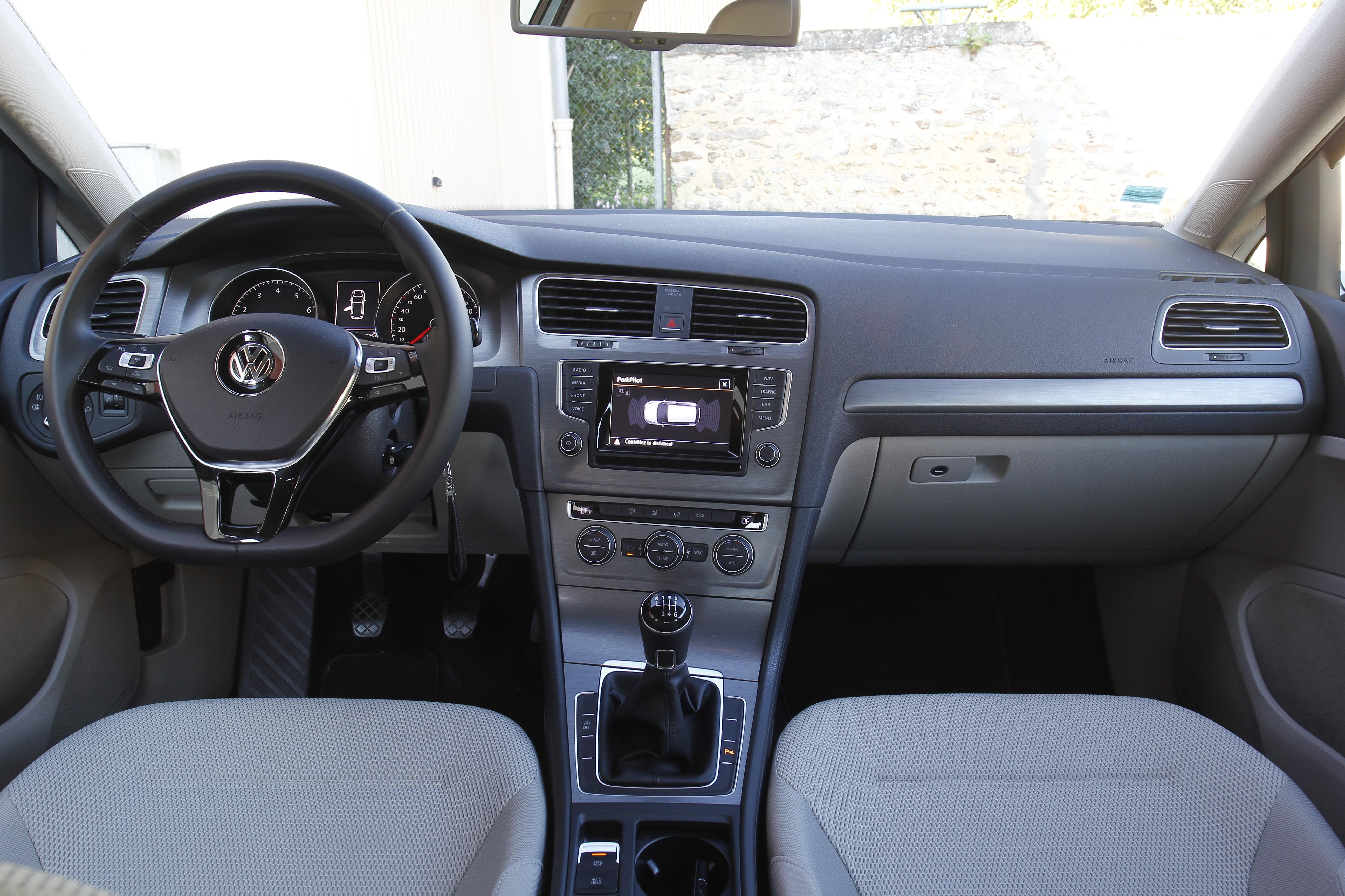 Comparatif vidéo - Peugeot 308 vs Volkswagen Golf : calife à la place du calife