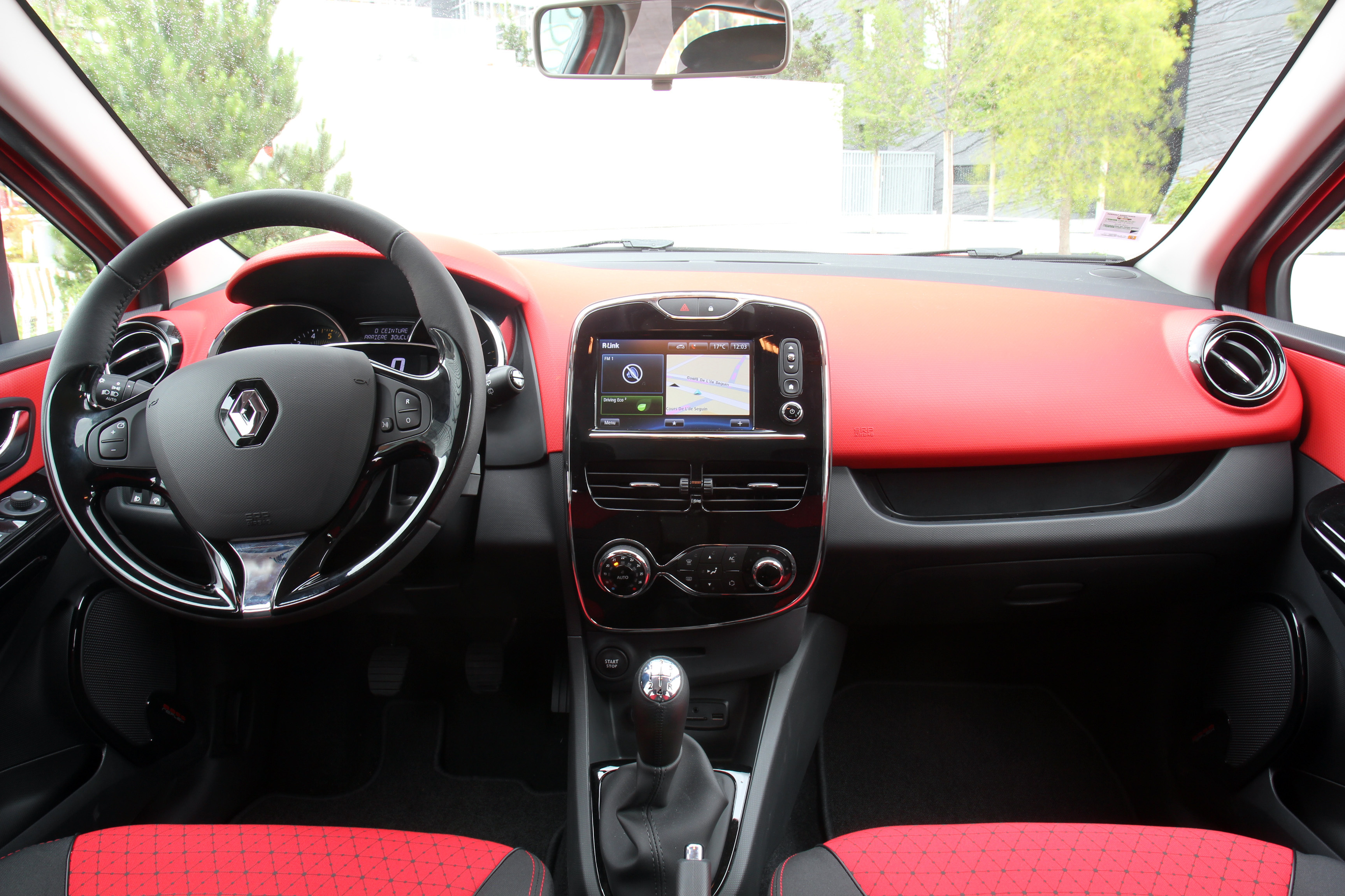 Avant premi re tous les d tails de la nouvelle renault for Renault clio 2 interieur