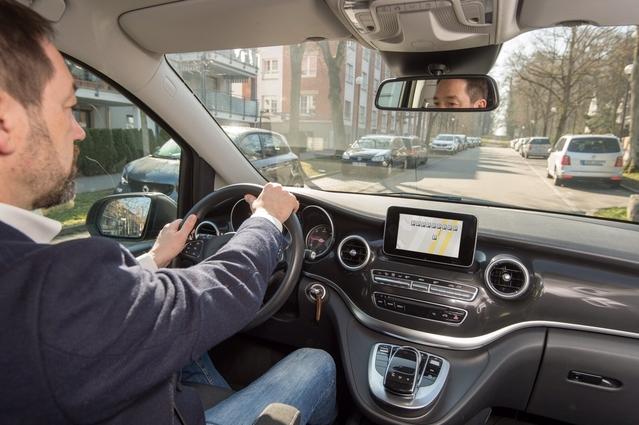 Mercedes et Bosch dévoilent un système de signalisation de places de parking
