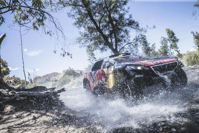 Peugeot a gagné le Dakar en janvier dernier. Depuis, il a présenté pas moins de cinq nouveaux SUV dans le monde. Mais aucun n'a vraiment fait le lien avec le succès sportif.