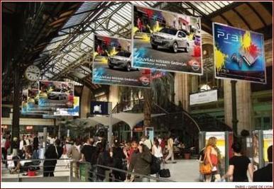 Le Qashqai fait du paintball en ville avec Playstation et Spontex !