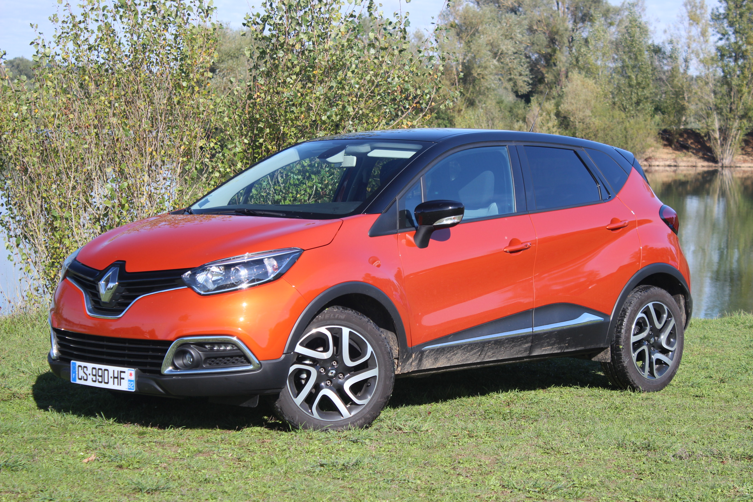 avis sur renault captur renault captur tce 120 zen dynamique edc occasion 17 700 dimensions. Black Bedroom Furniture Sets. Home Design Ideas