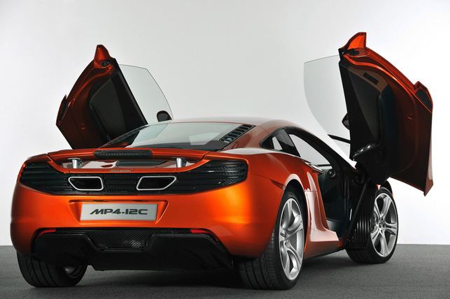 McLaren MP4-12C : les débuts officiels en vidéo avec Hamilton et Button