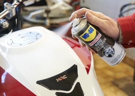 WD-40 Moto Specialist: Lustreur Silicone pour plus d'éclat
