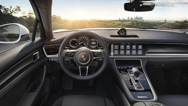 Mondial de Paris 2016 - Porsche Panamera 4 E-Hybrid : la plus écolo et la moins chère