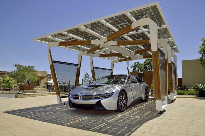 BMW présente un abri intelligent couvert de panneaux solaires